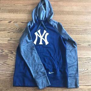 Nike Therma-Fit Yankees sweatshirt